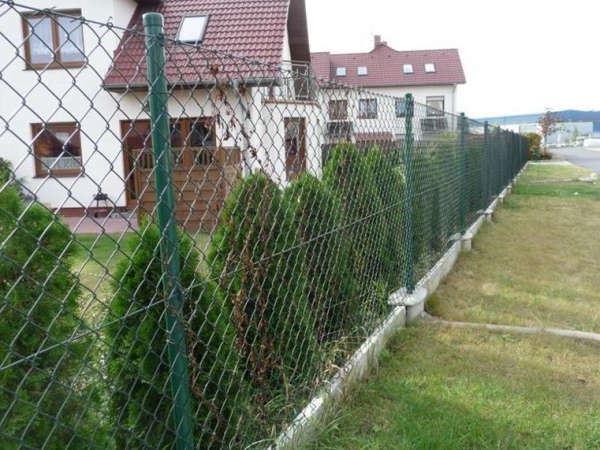 Забор из сетки рабица  фото и цены